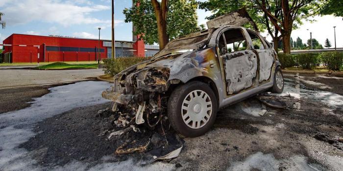 14-Juillet-le-nombre-de-voitures-brulees-en-hausse