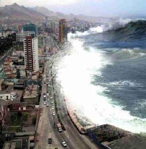 Photo d'un tsunamis au Japon.