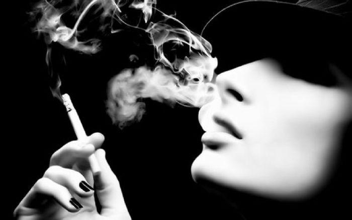 Femme - Cigarette